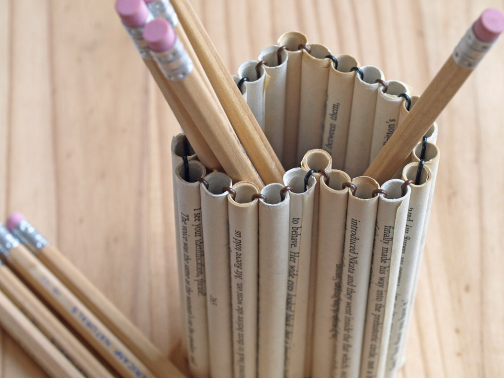 DIY pencil holder from paper tubes