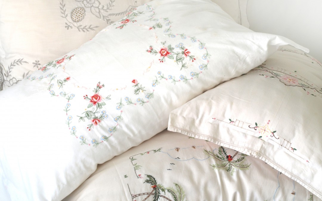 Pretty Pillow Covers from … Vintage Table Cloths DIY