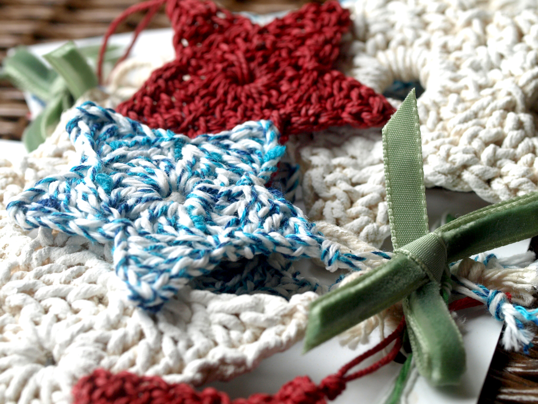 Crochet Stars - A quick handcraft project for Christmas - freshly found