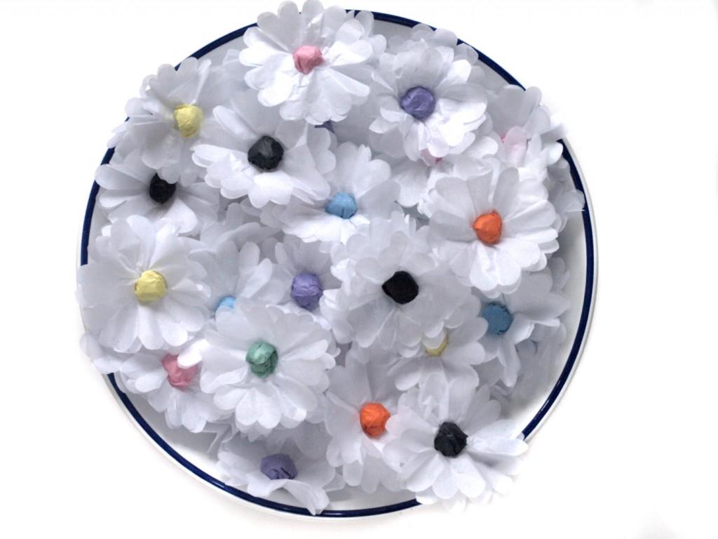 Wihite paper daisy chain
